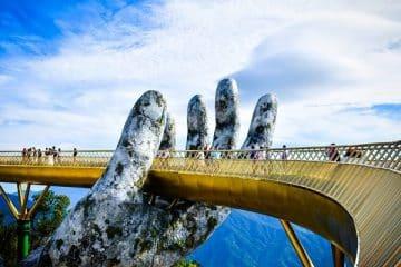 สะพานลอยฟ้าโกลเด้น